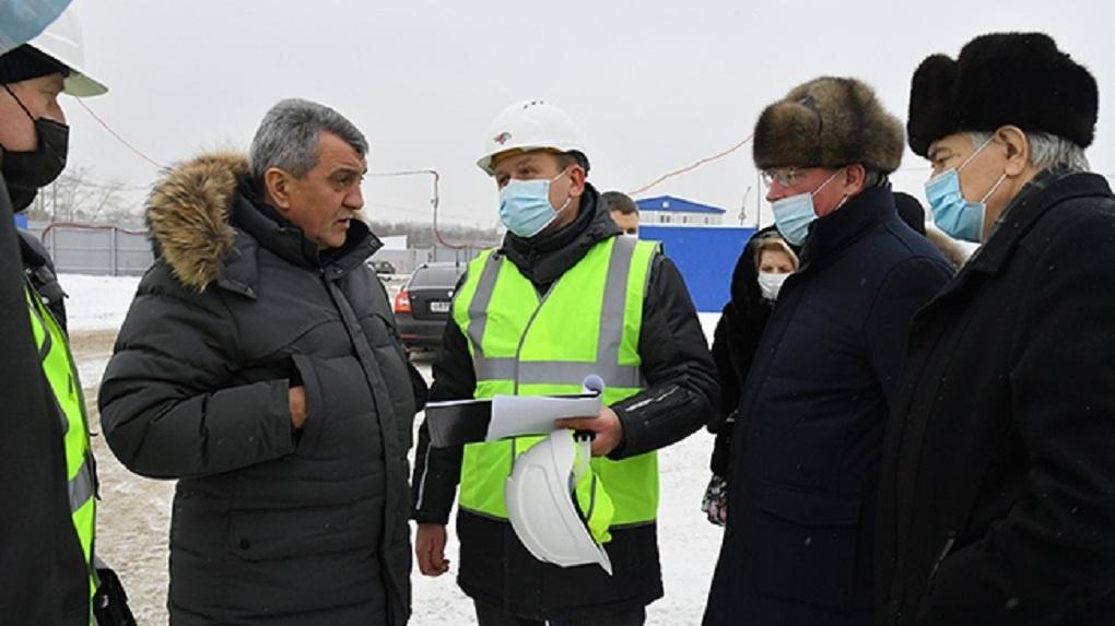Сергей Меняйло вместе с губернатором посетили стройплощадку «Арены Омск»