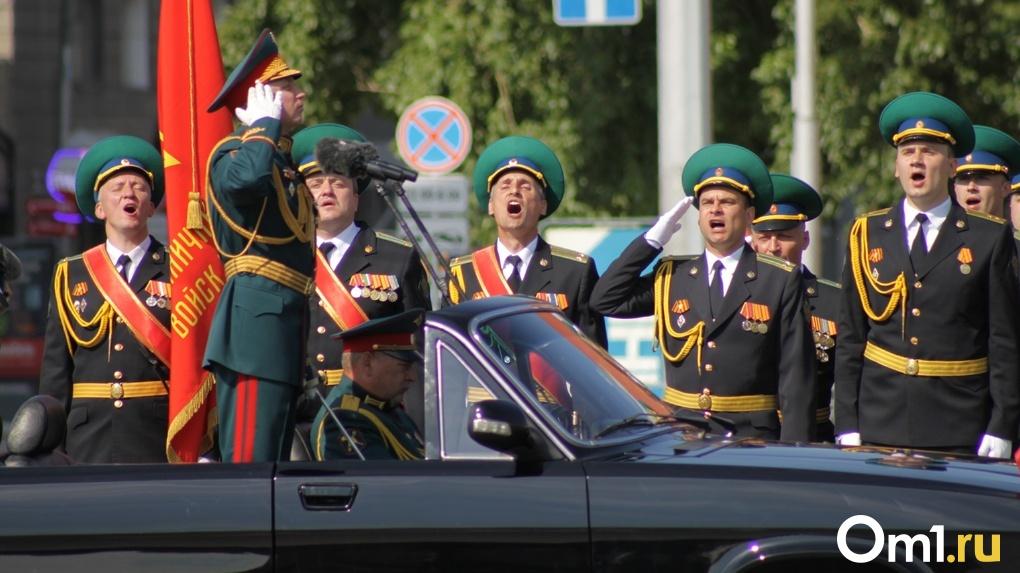 Праздник в самоизоляции: яркие снимки с самого необычного Парада Победы в истории Новосибирска