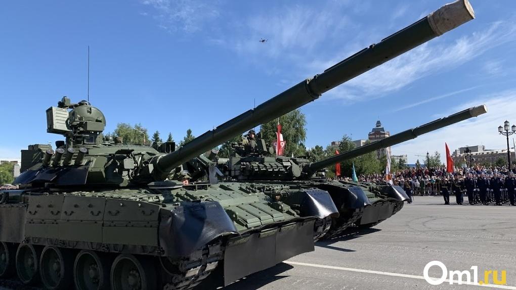 В день рождения Лукашенко в столицу Беларуси ввели танки. Видео