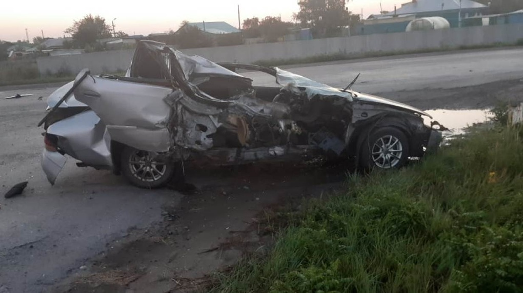 Машина всмятку, водитель погиб: жуткое ДТП произошло в Новосибирской области