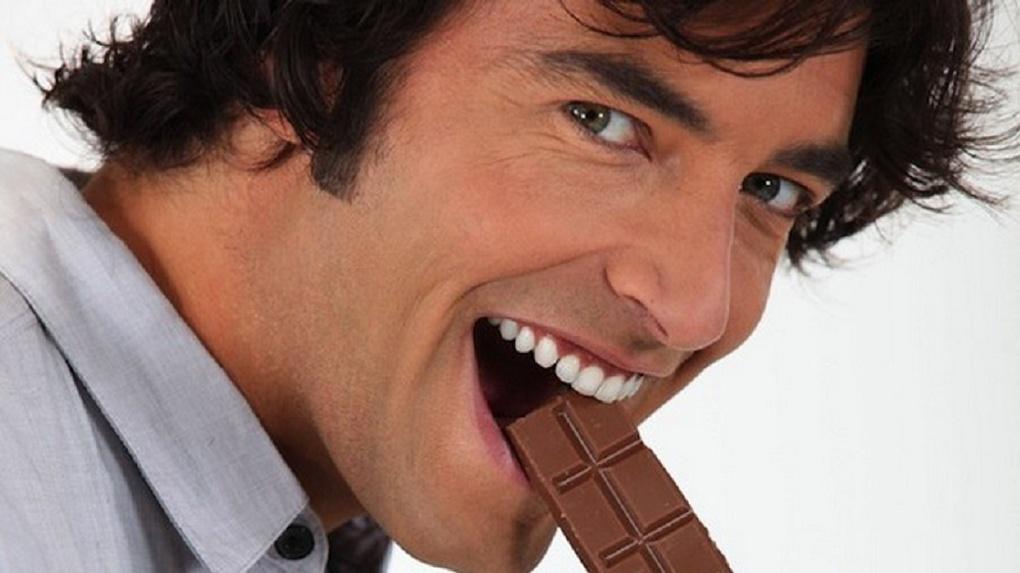 фото парень в шоколаде школьница