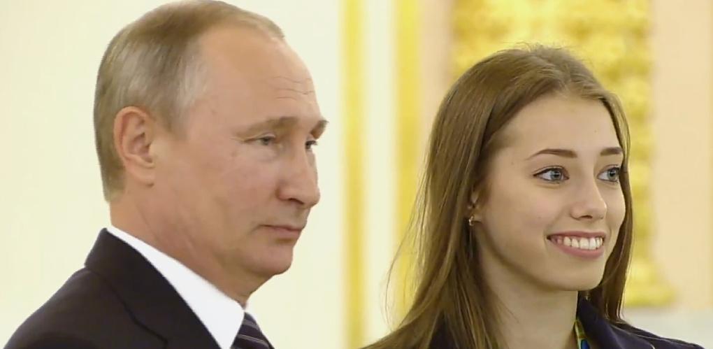 Путин вручил омичке Бирюковой Орден дружбы