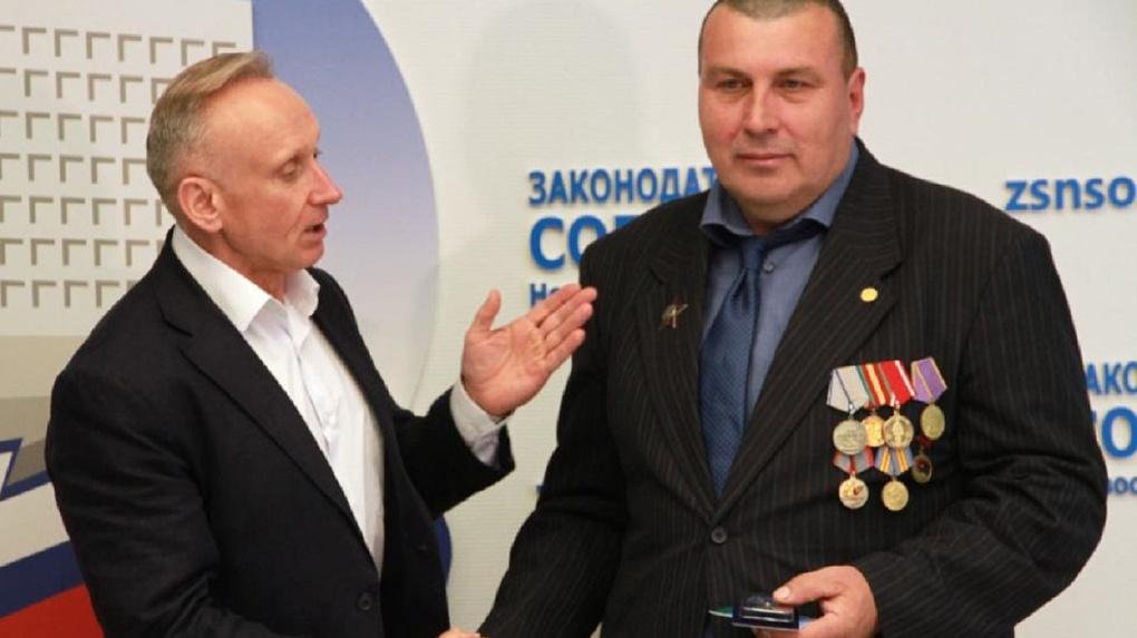 Герою легендарной девятой роты вручили юбилейную медаль в Новосибирске