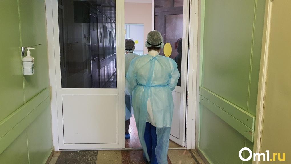 Омичка рассказала, что её мать выписали из больницы с 95% поражения лёгких. Минздрав дал комментарий