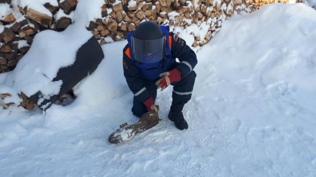 Обезвреживать авиабомбу в Омской области вызвали новосибирских саперов — ФОТО