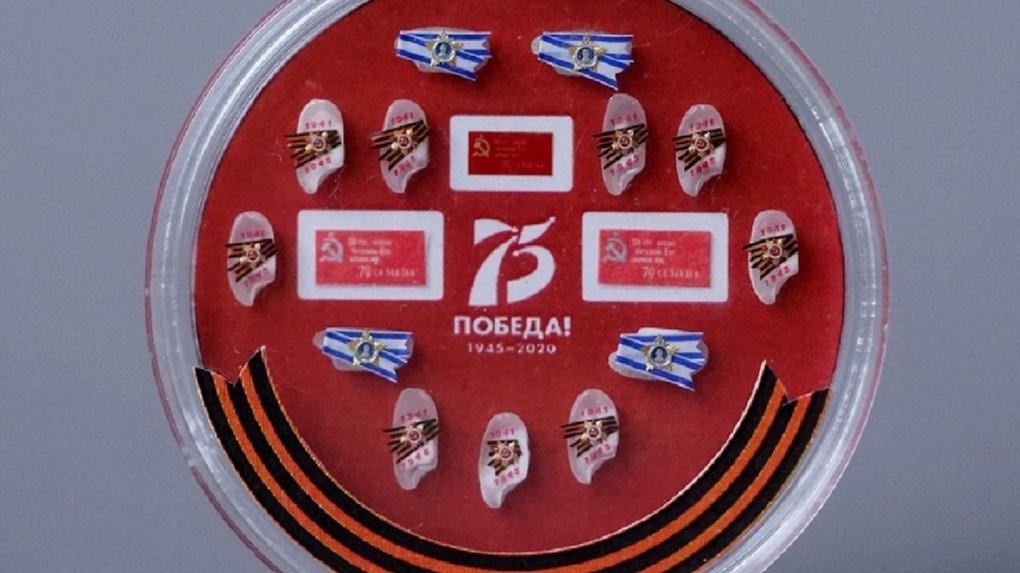 Новосибирский Левша создал миниатюрные копии Знамени Победы и орденов войны для полета в космос