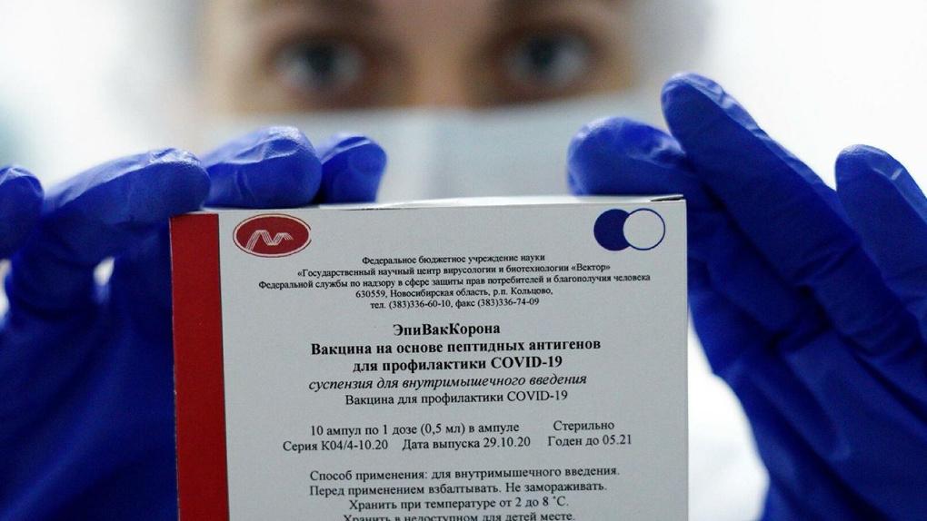 Минздрав просят приостановить использование вакцины «ЭпиВакКорона». Что с ней не так?
