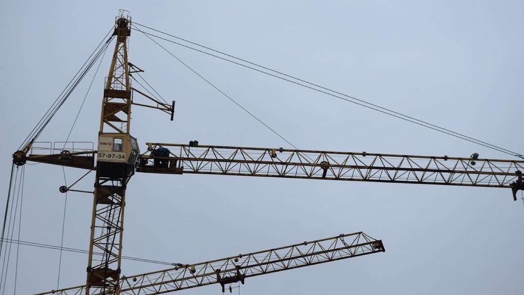 В Омске нашли 126 башенных кранов, которые могли рухнуть