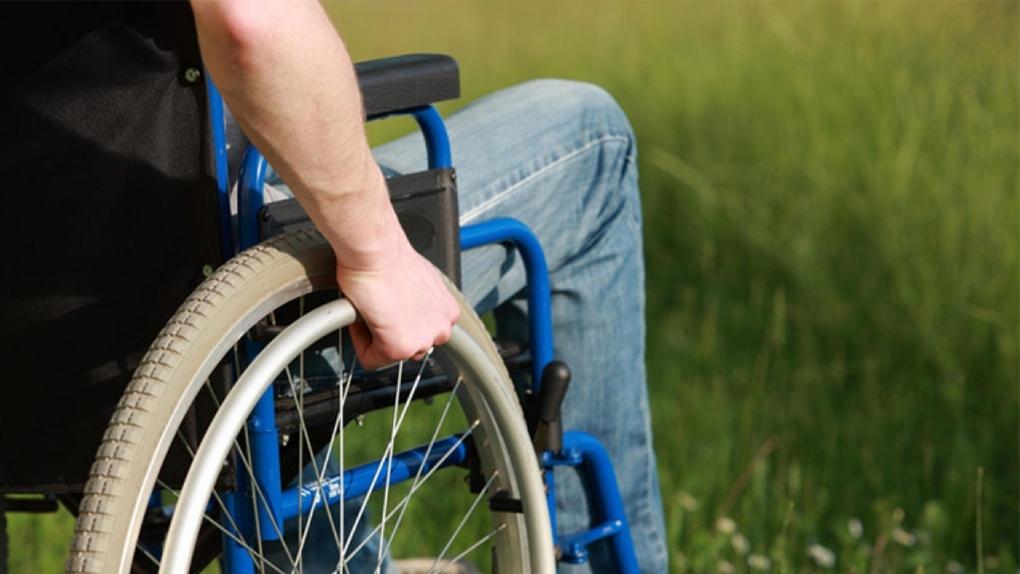 Депутаты «Справедливой России» навестили омичей, имеющих инвалидность