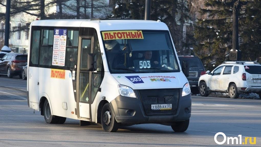 В Омске пассажир ударил водителя за долгое ожидание маршрутки