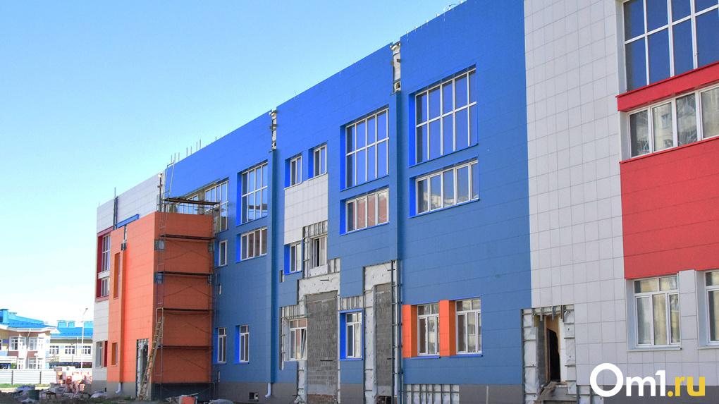 В Омске продолжается ремонт дорог и строительство школ в рамках нацпроектов