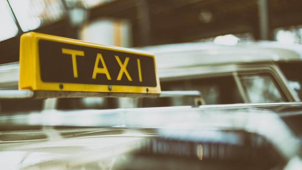 «Он трепал меня как куклу»: таксист жестко выбросил из машины жительницу Новосибирска