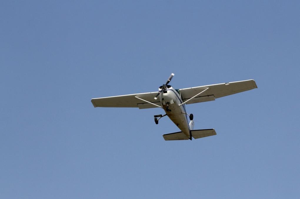 В Омске состоялись первые «Крылья Сибири»: заряженные автомобили против самолетов