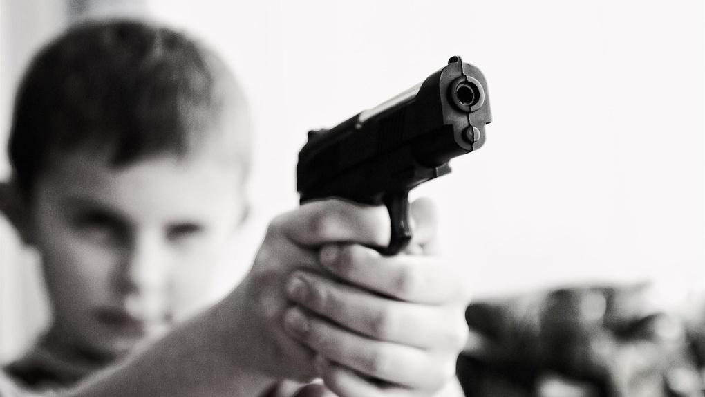 Под Омском ребёнок попал в больницу с простреленной ногой