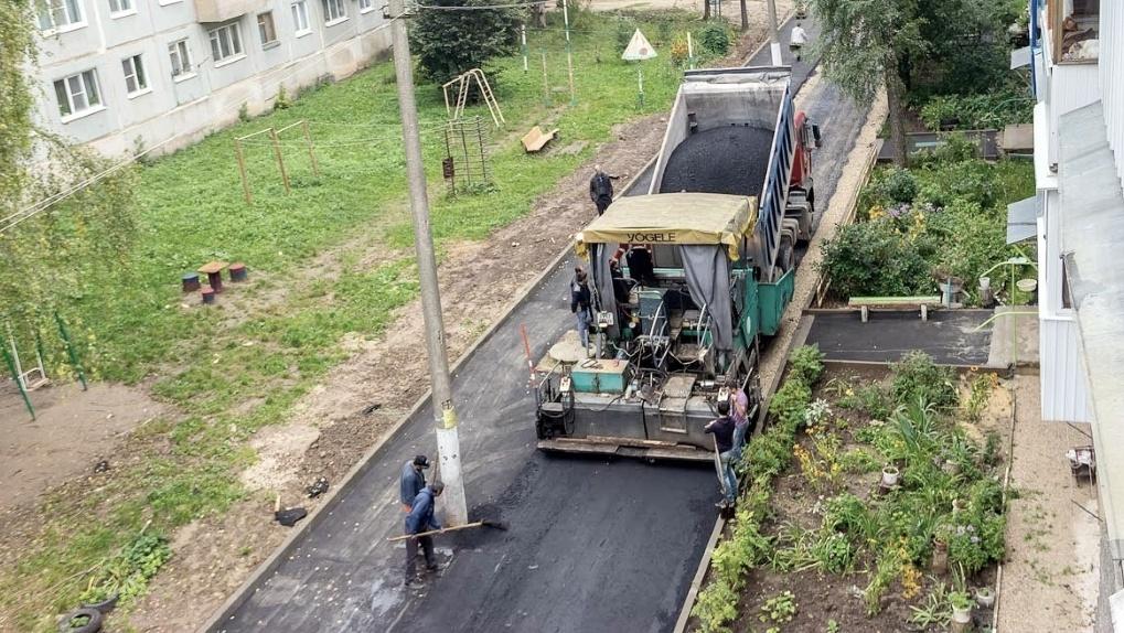 Общественники подозревают компании по ремонту омских дворов в сговоре