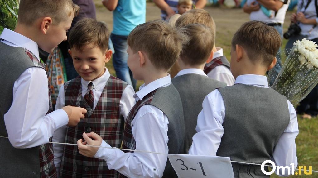 Уже 20. Омские школы начали массово закрывать на карантин