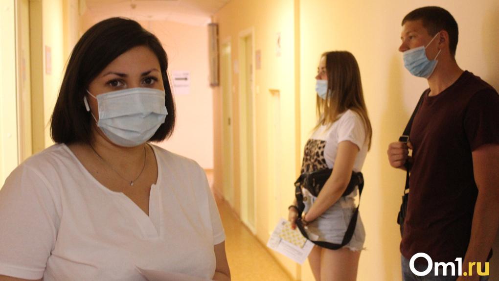 Когда в Новосибирск привезут первую партию вакцины от коронавируса, рассказал замглавы Минздрава