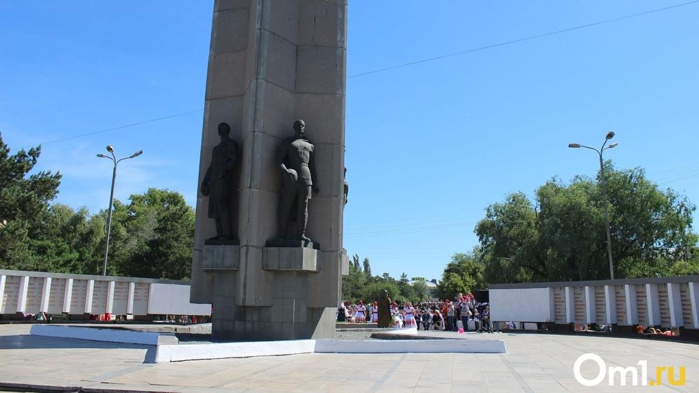 В Омске стелу на бульваре Победы реконструируют к марту
