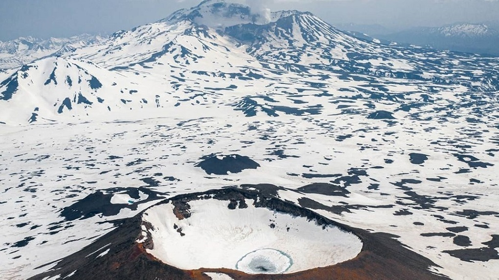 Известный новосибирский фотограф рассказал, где летом найти снег и покататься на снегоходах