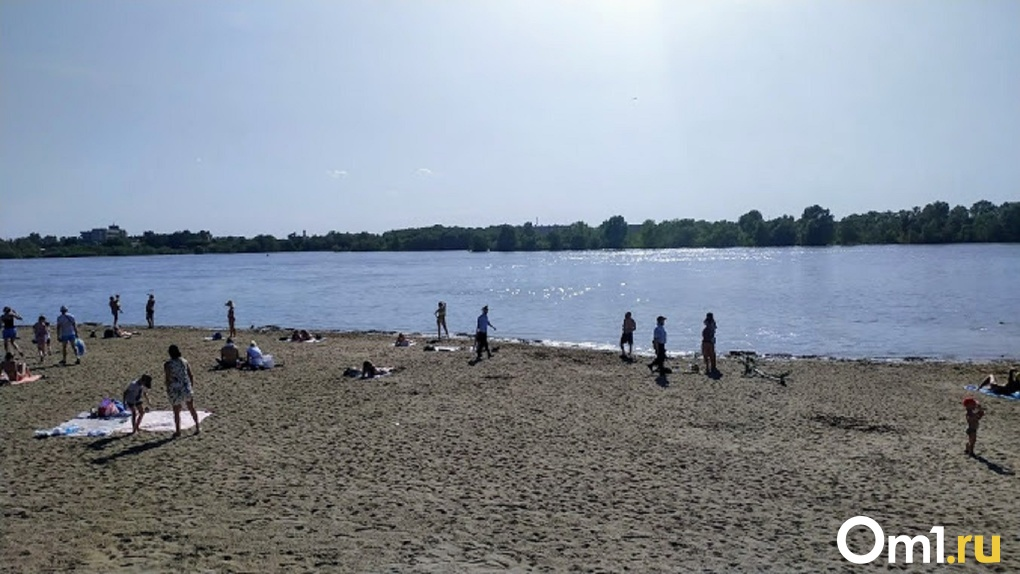 Пьют перекись водорода и не верят в коронавирус: омичи заполнили алтайский пляж