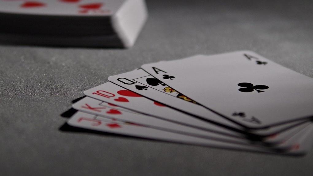 Обобрал до нитки: новосибирец просадил в казино шесть миллионов рублей с продажи бабушкиного дома