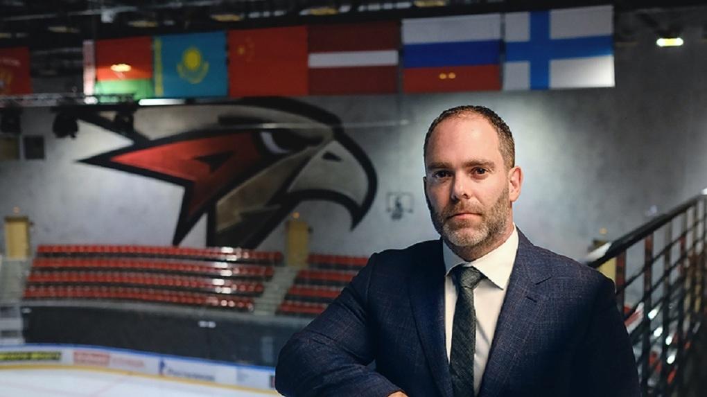 Приглашенный с помпой Шон Финн оказался уволен из омского «Авангарда». Что теперь ждёт молодых хоккеистов