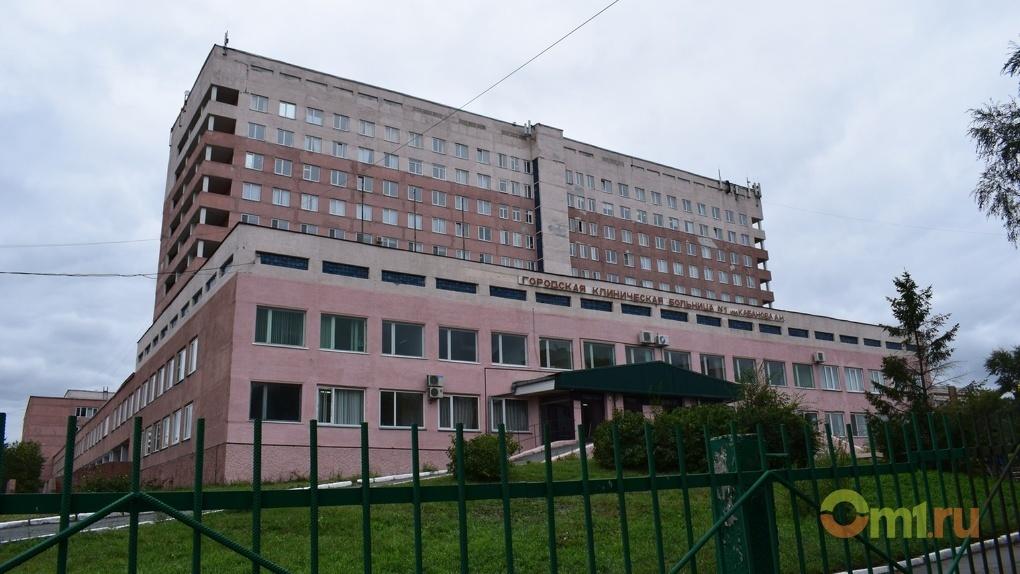 «Идти больше некуда»: в приемном отделении омской больницы живет потерявшаяся сирота