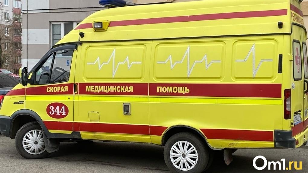 Омская школьница врезалась на мопеде в бетонную опору