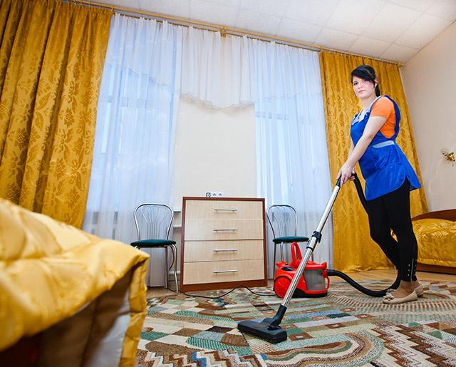 Должников могут заставить убираться в квартирах омичей
