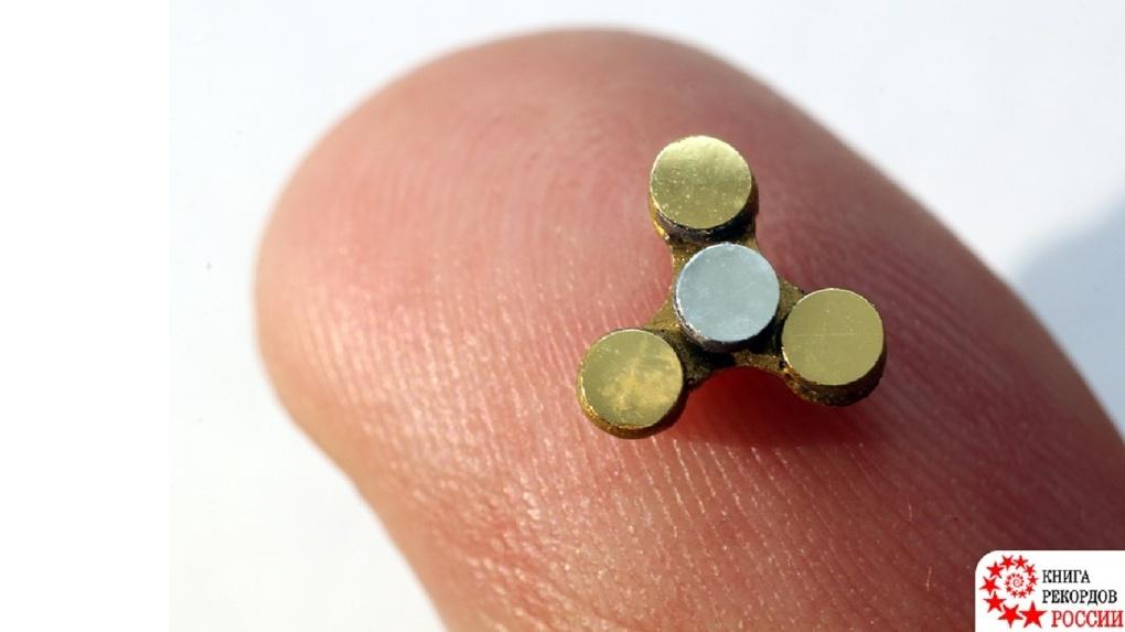 Созданный в Омске микроскопический спиннер попал в Книгу рекордов России
