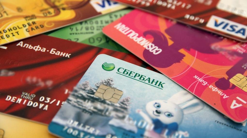 Банки грозят клиентам блокировкой счетов за «необоснованные» переводы на тысячу рублей