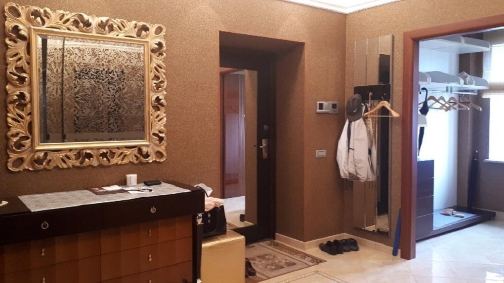 В центре Омска продаётся «золотая» квартира с сауной и губернатором по соседству за 30 миллионов