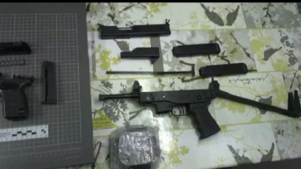 Пистолет-пулемёт, патроны и взрывчатка: в Новосибирске задержали 35-летнего коллекционера оружия