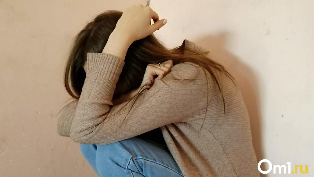 «Пинал и бил по лицу»: новосибирцу вынесли приговор за жестокие издевательства над 14-летней падчерицей