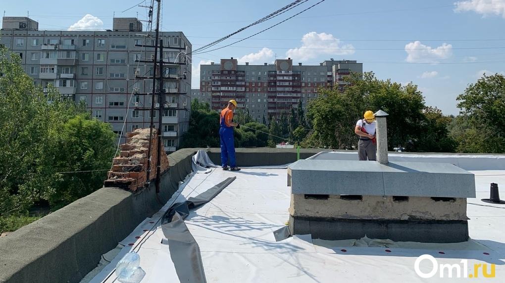 В Омске почти закончили ремонтировать крышу детской школы искусств №13