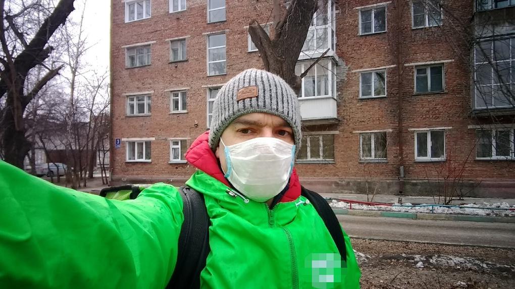 «Съемки накрылись, контракты слетели»: новосибирский блогер стал доставщиком еды из-за длинных выходных