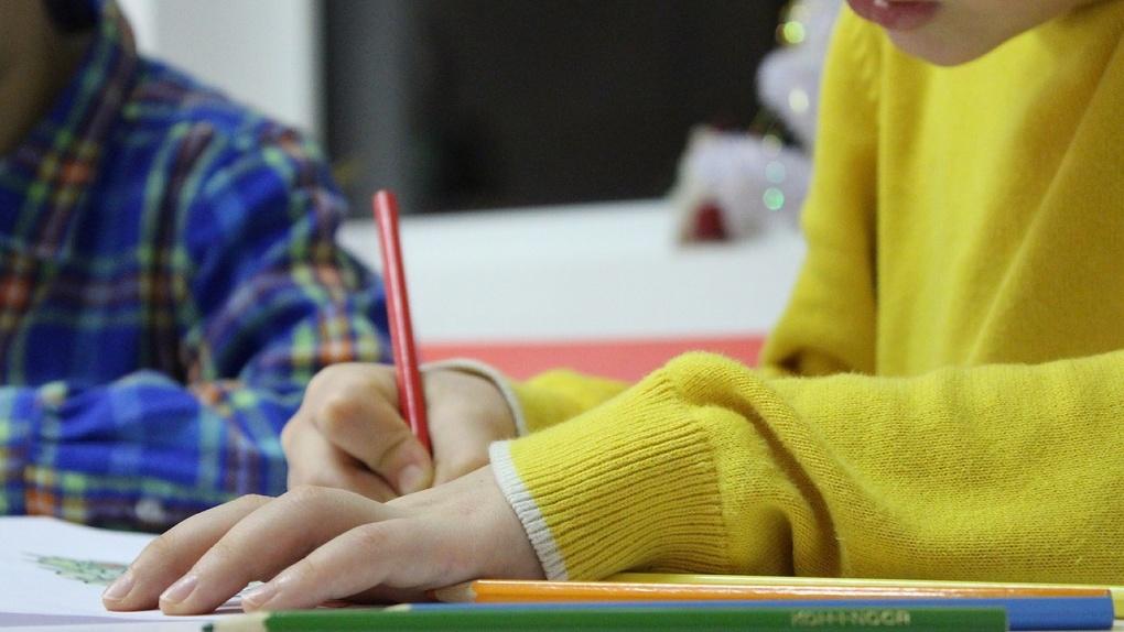 Омич задушил 7-летнего ребёнка за то, что он сутулился, когда делал уроки