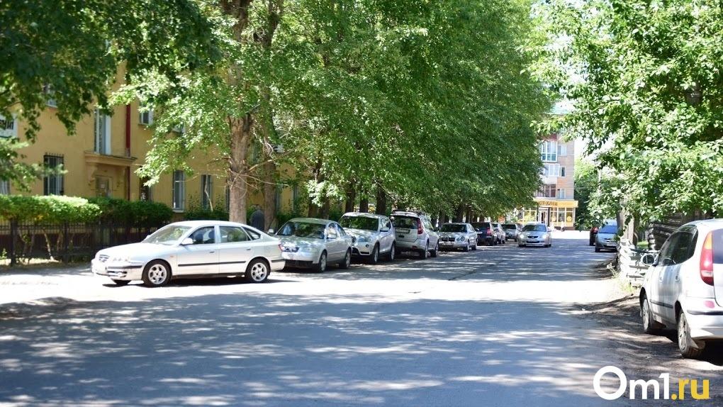Коньяк и три угнанных автомобиля. Житель Омской области провёл ночь с приключениями