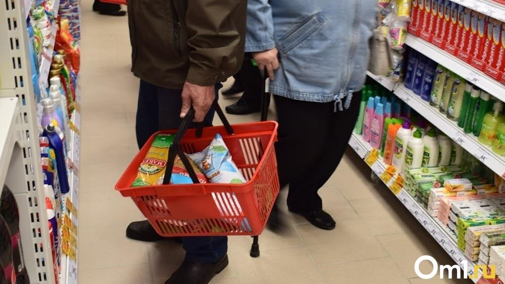 Омской пенсионерке пришлось раздеться, чтобы купить продукты