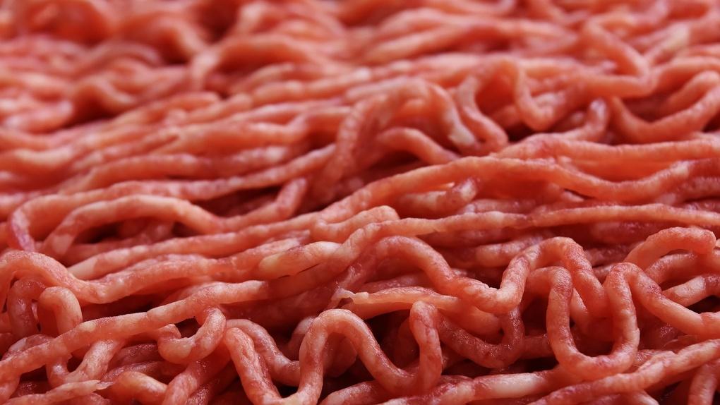 Оголодавший житель Маслянино украл у сибиряка 8 килограммов фарша