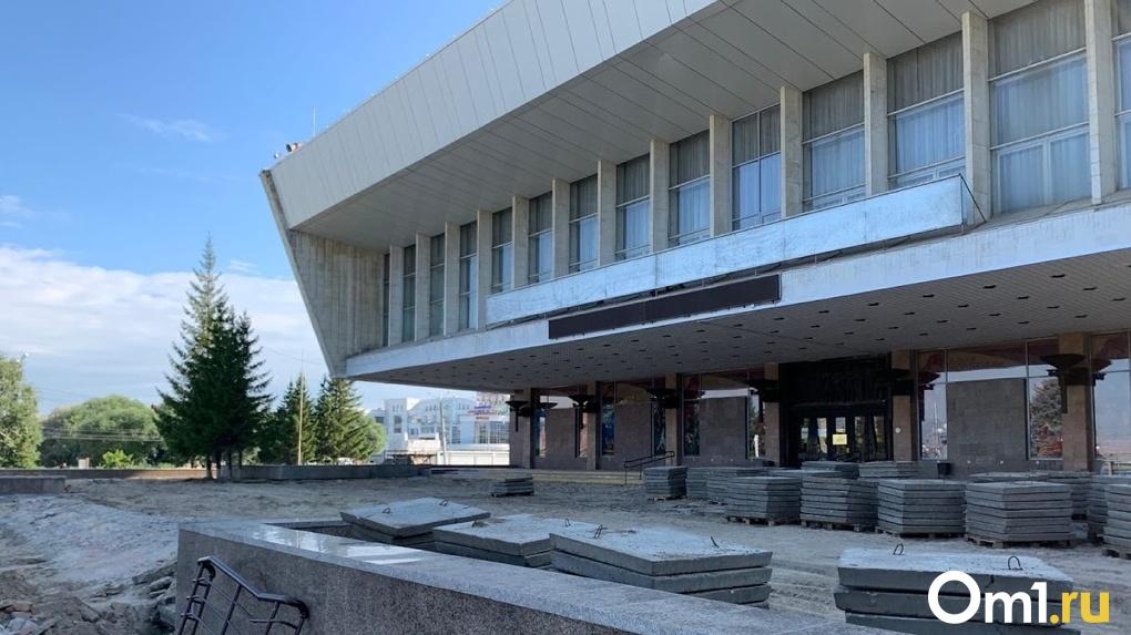 В Омске продолжается благоустройство Театральной площади