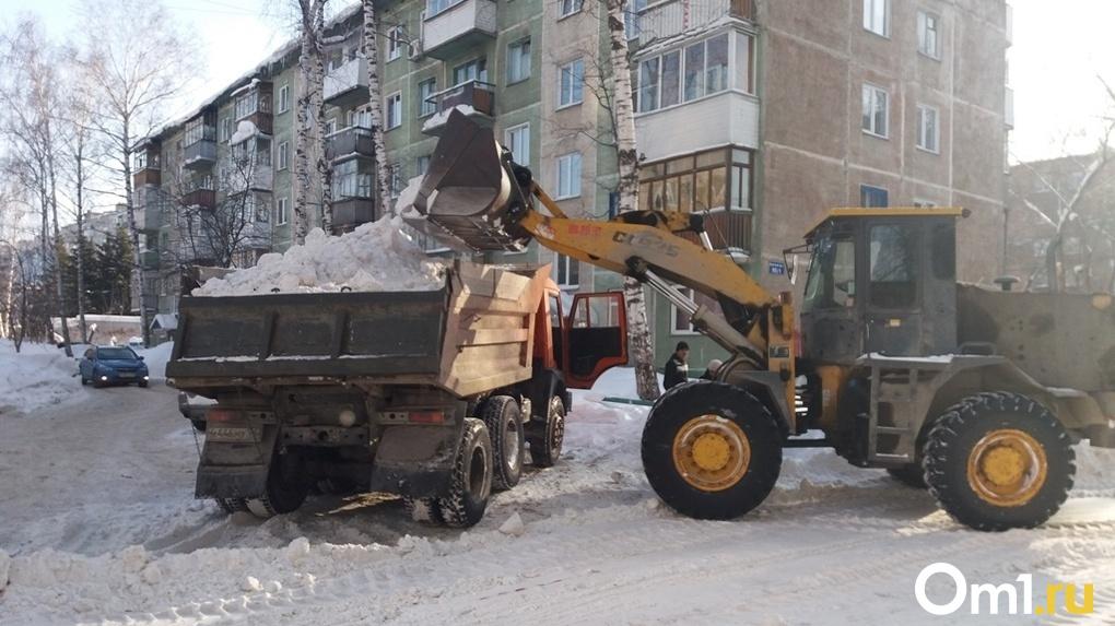 С каких улиц Новосибирска вывезут снег днём 13 декабря (карта)