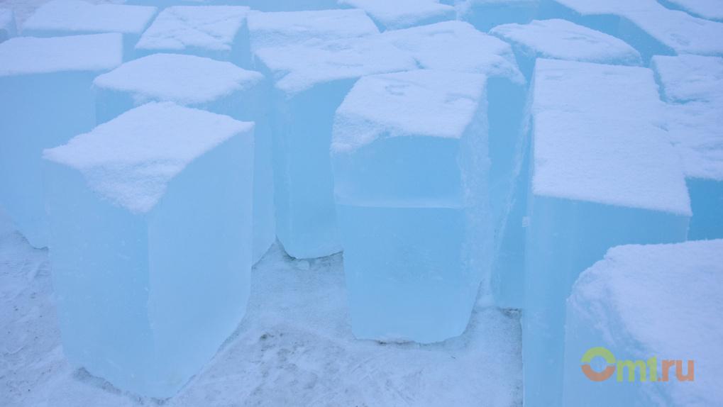 У Омской крепости строят город изо льда – ФОТО