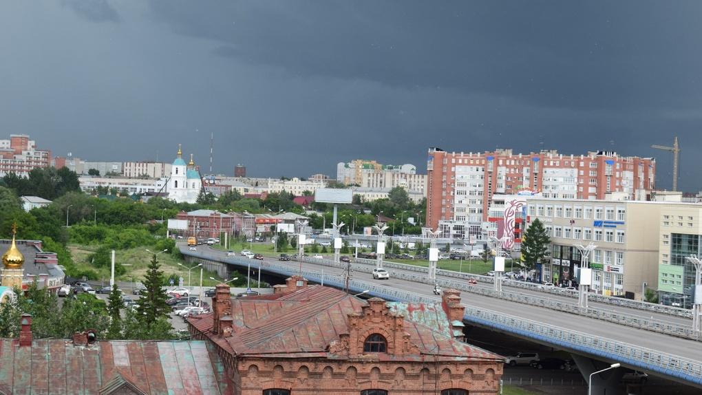 В Омске из-за ливня затопило дороги