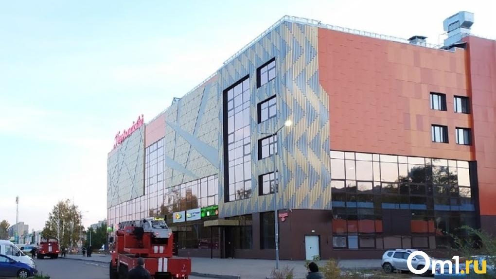Долг составил 1,6 млн рублей. Омский кинотеатр «Первомайский» пытается отказаться от выплат мэрии