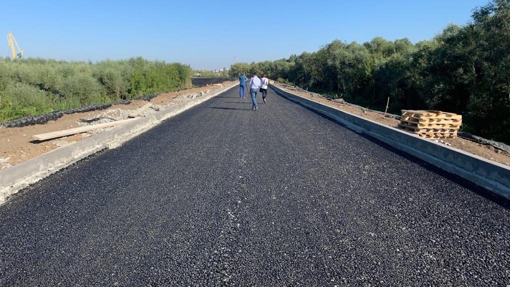 В Омске на новой дороге-дублёре уже установили остановки