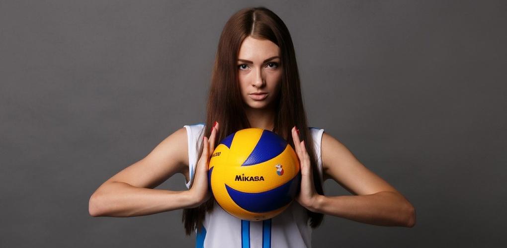 Волейболистки «Омь-СибГУОР» устроили фотосессию с мячом