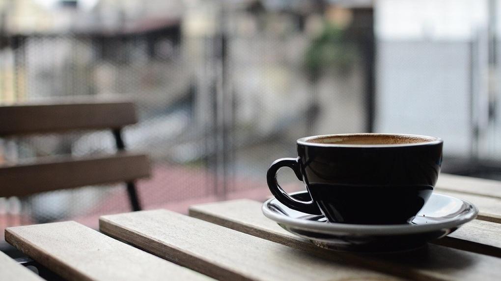В Омске открылись летние кафе. Свободных мест там почти нет