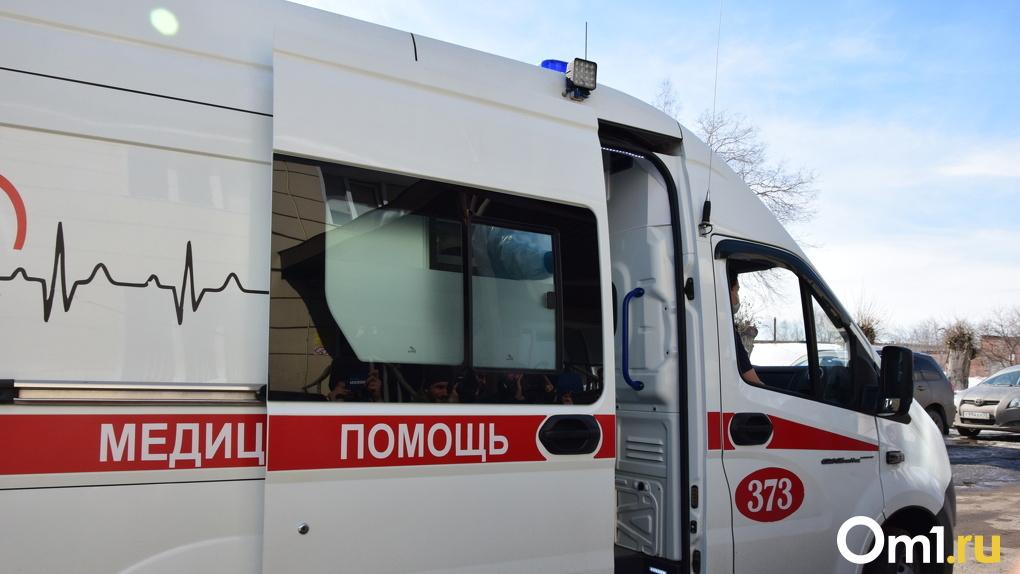 «Время было упущено». В Омске из-за перекрытых дворов к пациенту не успела скорая помощь