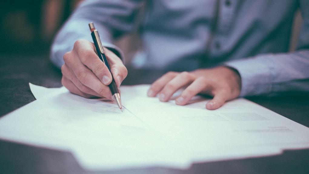 Выпускнику школы поставили 0 баллов за ЕГЭ из-за проблем с ручкой